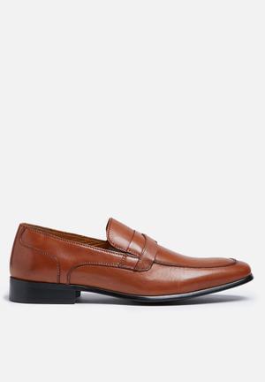 Steve Madden Dubbel Formal Shoes Tan