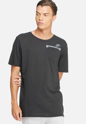 Nike Badlands Drop Hem Tee T-Shirts Black