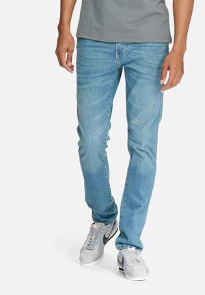 Wrangler Greensboro Regular Tapered Jeans Blue