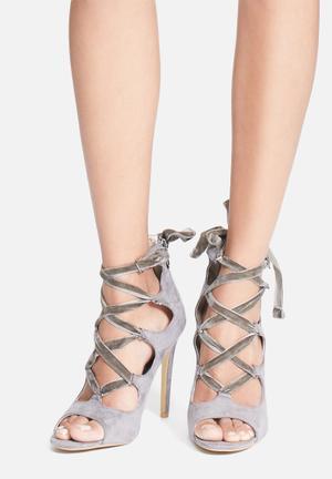 Cape Robbin Corina Heels Grey