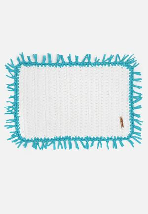 Sew Hooked White Mat With Turquoise Tassel Bath Accessories Aghetti T-shirt Yarn