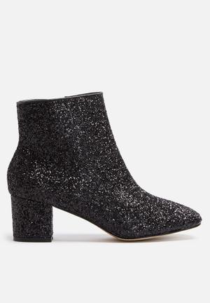 Cape Robbin Tal Boots Black