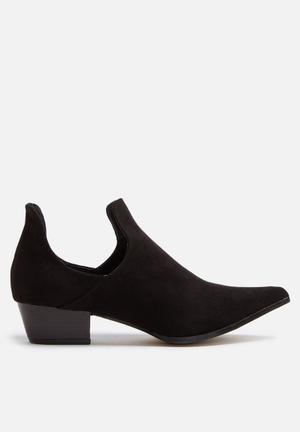 Cape Robbin Aria Boots Black