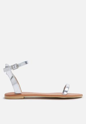 Dailyfriday Sab Sandals & Flip Flops Silver