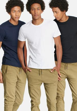 Basicthread 3 Pack Crew Neck Tee T-Shirts & Vests Black, White & Navy