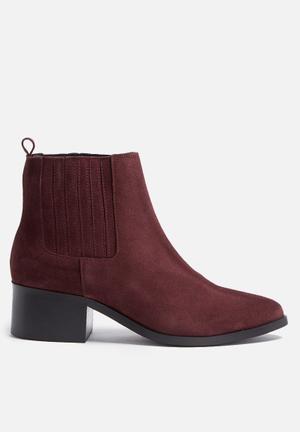 Santina suede boot