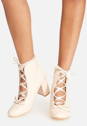 Daisy Street Ribbon Block Heel Nude