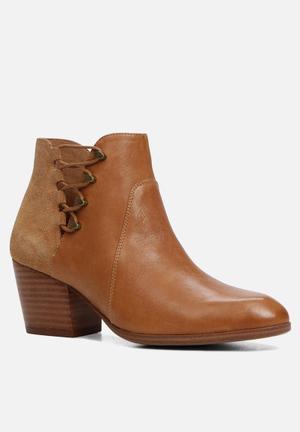 ALDO Montasico Boots Tan