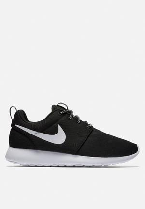 Nike Wmn's Roshe One Sneakers Black / White / Dark Grey