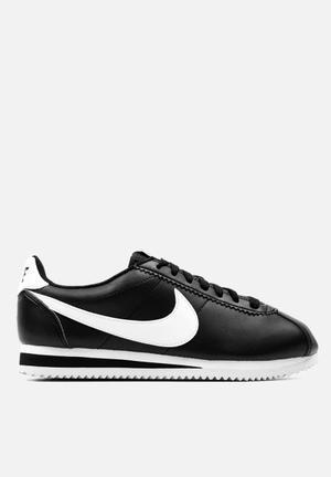 Nike Wmn's Classic Cortez Sneakers Black / White