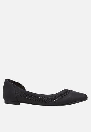 Call It Spring Umireria Pumps & Flats Black
