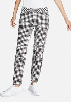 G-Star RAW 5624 3D Mid Boyfriend Jeans Black & White