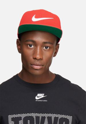 Nike Swoosh Pro Headwear Red & Green