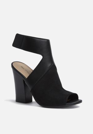 Call It Spring Dwarien Heels Black