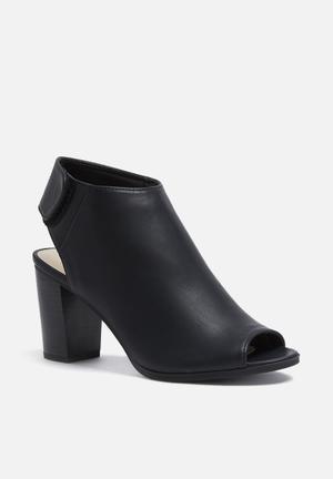Call It Spring Legyniel Heels Black