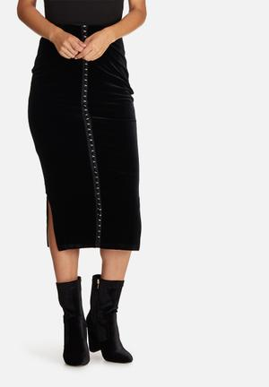 Missguided Velvet Eyelet Detail Front Longline Midi Skirt Black
