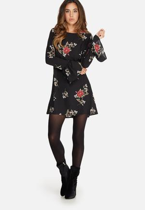 Missguided Floral Print Fluted Sleeve Shift Dress Casual Black, Green, Red & White