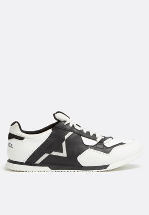 Diesel  S-Furyy Sneakers Black / Ice / Castlerock