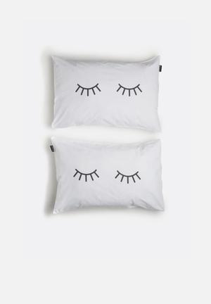 Hello Dolly Sleepy Eyes Pillowcase Set Of 2 Bedding 100% Cotton