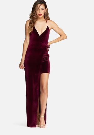 Missguided Velvet Strappy Side Split Maxi Dress Occasion Burgundy