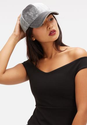 Missguided Velvet Cap Headwear Grey