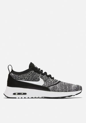 Nike Air Max Thea Flyknit Sneakers  Black / White