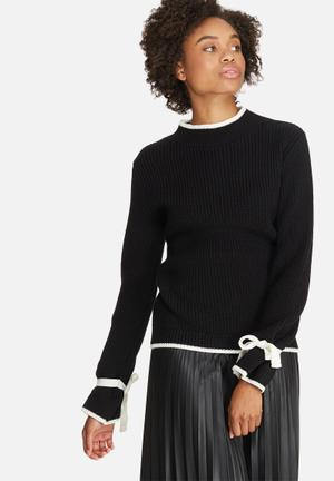 Dailyfriday Fluted Sleeve Jersey Knitwear Black & Cream