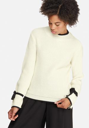 Dailyfriday Fluted Sleeve Jersey Knitwear Cream & Black