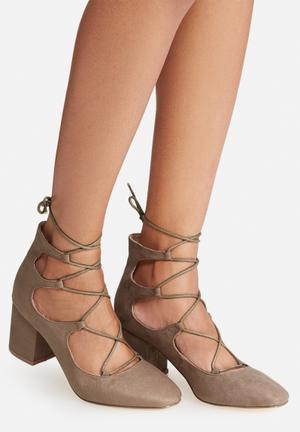 Madison® Elizabeth Heels Taupe