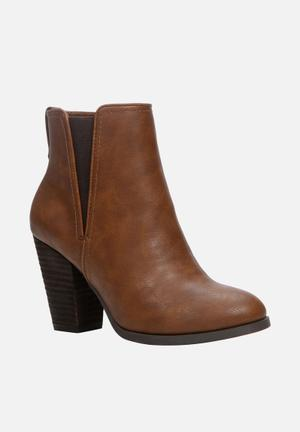 Call It Spring Pydia Boots Brown