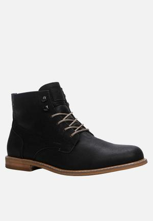 Call It Spring Croiwet Boots Black