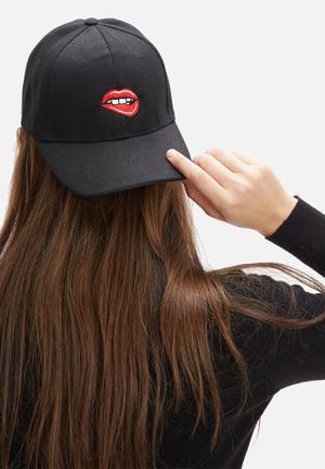 Vintage Lover Lip Bite Cap Headwear Black