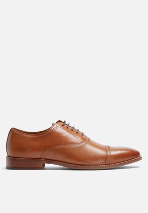 Steve Madden Vesey Formal Shoes Tan
