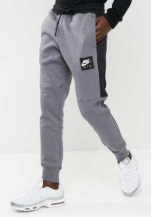 Nike Slim Sweat Pant Sweatpants & Shorts