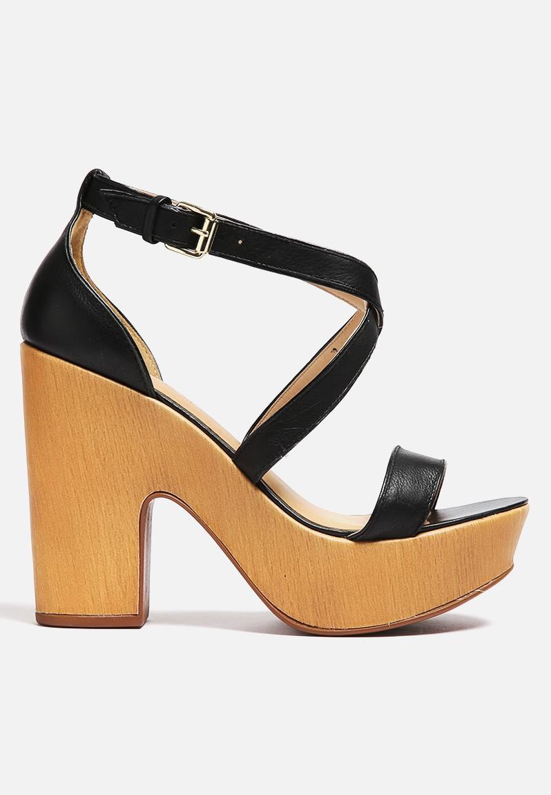 rosa 4702192 black lilly 39 s closet heels. Black Bedroom Furniture Sets. Home Design Ideas