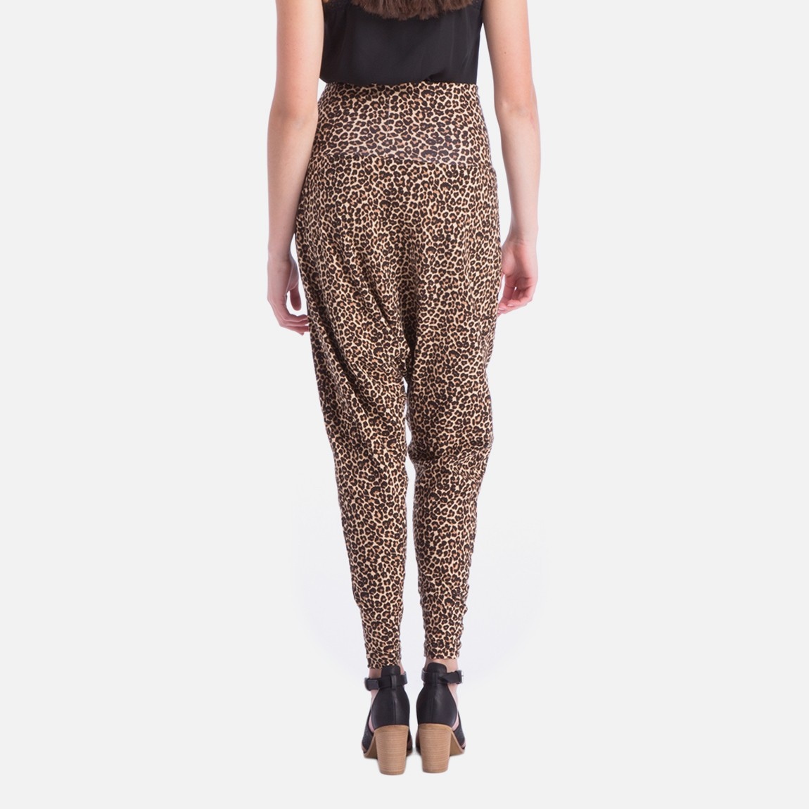 FREE Standard Delivery on orders £50 or over; FREE Next Day Click & Collect on orders £30 or over; International Delivery find out more; Home Women Trousers & leggings Black printed harem pants Save. Was £ Now £ Roman Originals Black floral print harem trousers Save. £ Sort by. Subscribe to our newsletter.