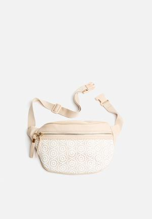 New Look Crochet Bumbag Oatmeal & Cream